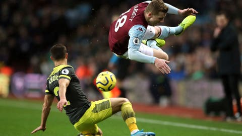 <p>               Aston Villa's Matt Targett, right, and Southampton's Cedric Soares battle for the ball during their English Premier League soccer match at Villa Park, Birmingham, England, Saturday, Dec. 21, 2019.(Nick Potts/PA via AP)             </p>