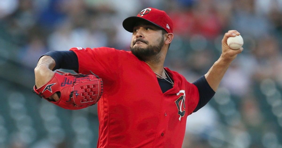 AP sources: Red Sox agree with LHP Pérez, SS Peraza   FOX Sports