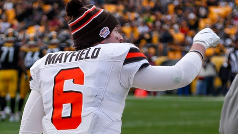 <p>               Cleveland Browns quarterback Baker Mayfield (6) wears a glove on his throwing hand during the second half of an NFL football game against the Pittsburgh Steelers, Sunday, Dec. 1, 2019, in Pittsburgh. Mayfield left the game in the first half after hitting his hand on a helmet. (AP Photo/Don Wright)             </p>