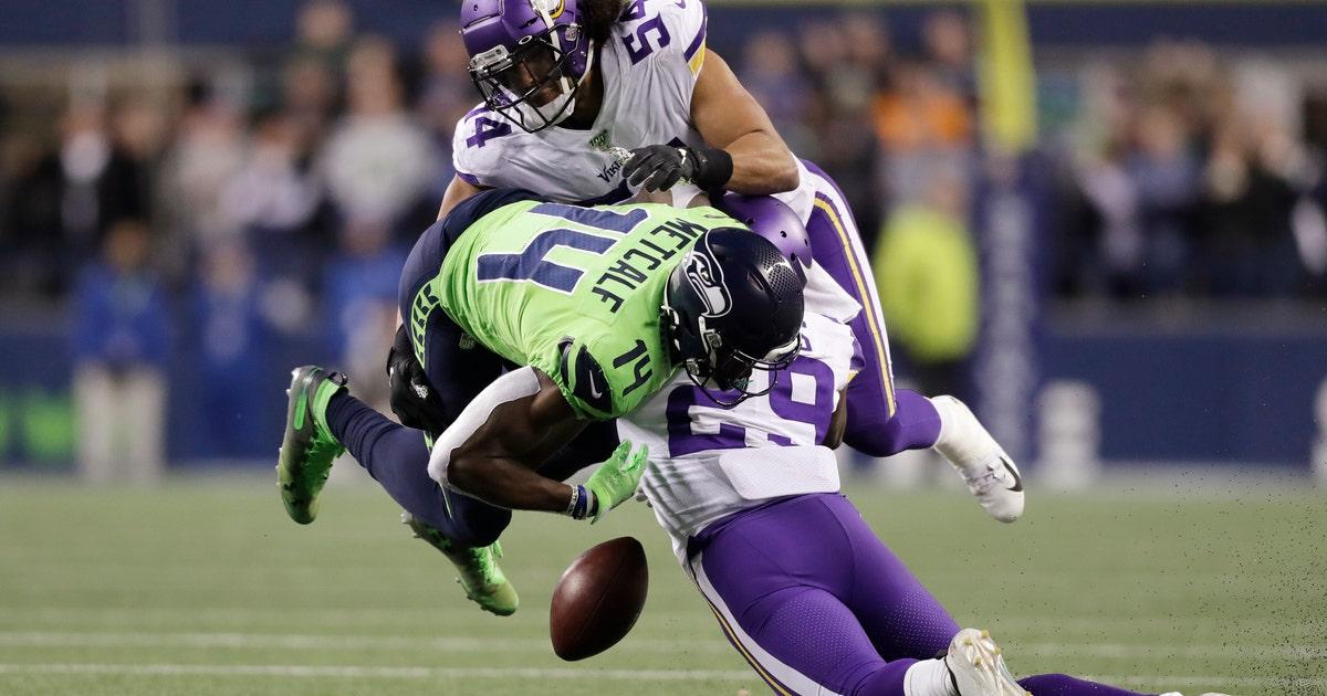 Struggling Vikings CB Rhodes sorry for sideline helmet slam   FOX Sports