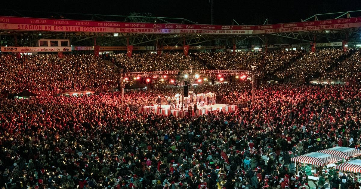28,500 Union Berlin fans gather to sing Christmas carols | FOX Sports