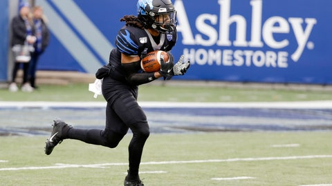 <p>               Memphis' Chris Claybrooks runs the opening kickoff back 94 yards for a touchdown against Cincinnati in the first half of an NCAA college football game Friday, Nov. 29, 2019, in Memphis, Tenn. (AP Photo/Mark Humphrey)             </p>
