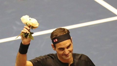 <p>               Roger Federer thanks the crowd after winning an exhibition game against Alexander Zverev at Rumiñahui Coliseum in Quito, Ecuador, Sunday, Nov. 24, 2019. (AP Photo/Dolores Ochoa)             </p>