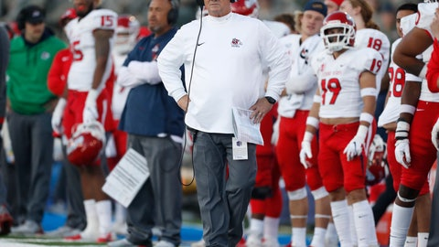 <p>               FILE - In this Oct. 12, 2019, file photo, Fresno State coach Jeff Tedford watches the team's NCAA college football game against Air Force at Air Force Academy, Colo. Tedford is stepping down from the job after three seasons at his alma mater. A person familiar with the decision says the 58-year-old Tedford will resign from his job. The person spoke on condition of anonymity Thursday night, Dec. 5, because the decision has not been announced. (AP Photo/David Zalubowski, File)             </p>