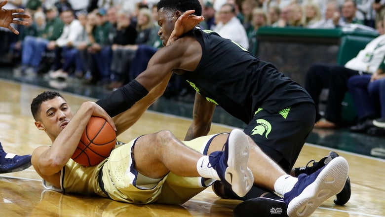 Michigan State guard Watts out with stress reaction