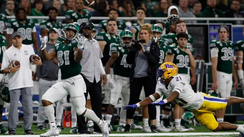 <p>               Eastern Michigan wide receiver Quian Williams (81), defended by Pittsburgh defensive back Damarri Mathis (21), catches a pass and runs for 50-yards for a touchdown during the first half of the Quick Lane Bowl NCAA college football game, Thursday, Dec. 26, 2019, in Detroit. (AP Photo/Carlos Osorio)             </p>
