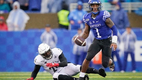 <p>               Kentucky quarterback Lynn Bowden Jr. (1) runs with the ball during the first half of the NCAA college football game against Louisville, Saturday, Nov. 30, 2019, in Lexington, Ky. (AP Photo/Bryan Woolston)             </p>