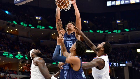 <p>               Memphis Grizzlies forward Brandon Clarke (15) dunks as Los Angeles Clippers forwards Montrezl Harrell, left, and JaMychal Green and Grizzlies guard Ja Morant watch during the second half of an NBA basketball game Wednesday, Nov. 27, 2019, in Memphis, Tenn. (AP Photo/Brandon Dill)             </p>