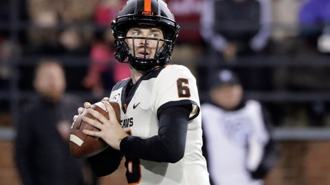 <p>               Oregon State quarterback Jake Luton looks for a receiver during the first half of the team's NCAA college football game against Washington State, Saturday, Nov. 23, 2019, in Pullman, Wash. (AP Photo/Ted S. Warren)             </p>