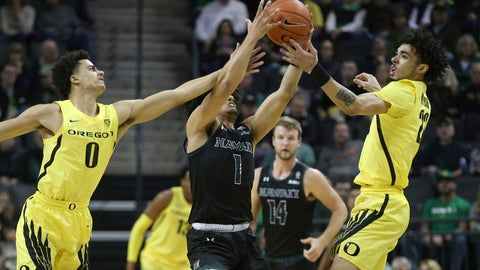 <p>               Oregon's Will Richardson, left, and Addison Patterson, right, work against Hawaii's Drew Buggs, center, for the ball during the first half of an NCAA college basketball game in Eugene, Ore., Saturday, Dec. 7, 2019. (AP Photo/Chris Pietsch)             </p>