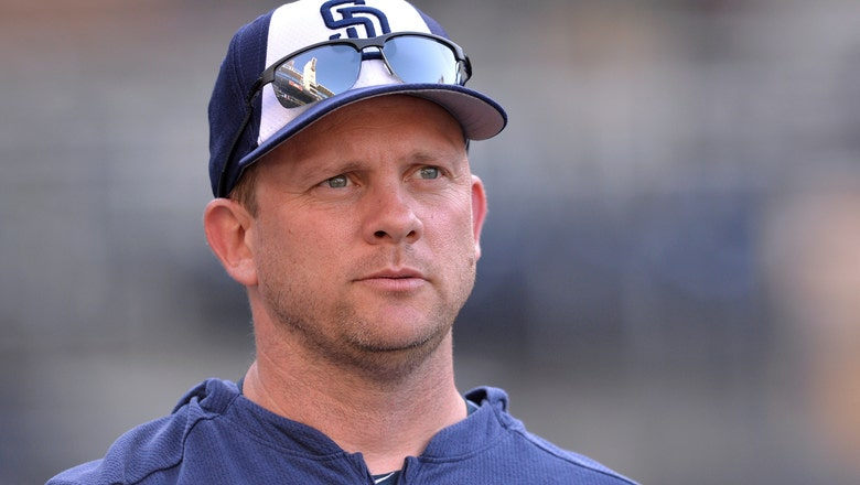 Cubs add ex-Padres manager Green, slugger Napoli to staff
