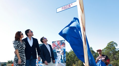 <p>               Former New York Mets catcher Mike Piazza, center left, his wife Alicia, left, and Mets COO Jeff Wilpon watch as newly named Piazza Dr., is unveiled during a ceremony in front of the Mets spring training facility, Thursday, Jan. 16, 2020, in Port St. Lucie, Fla. (AP Photo/Wilfredo Lee)             </p>