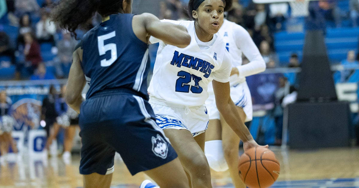 No. 4 UConn uses late runt to pull away from Memphis