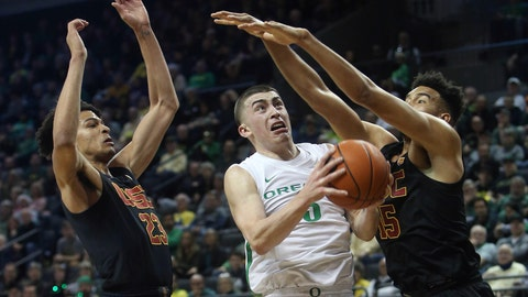 <p>               Oregon's Payton Pritchard, center, goes up for a shot between Southern California's Max Agbonkpolo, left, and Isaiah Mobley, right, during the first half of an NCAA basketball game in Eugene, Ore., Thursday, Jan. 23, 2020. (AP Photo/Chris Pietsch)             </p>