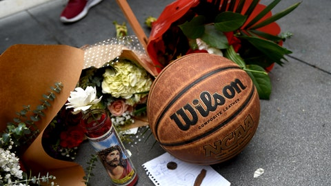 <p>               A makeshift memorial honoring former NBA basketball player Kobe Bryant appears outside of Staples center prior to the start of the 62nd annual Grammy Awards on Sunday, Jan. 26, 2020, in Los Angeles. Bryant died Sunday in a helicopter crash near Calabasas, Calif. He was 41. (AP Photo/Chris Pizzello)             </p>