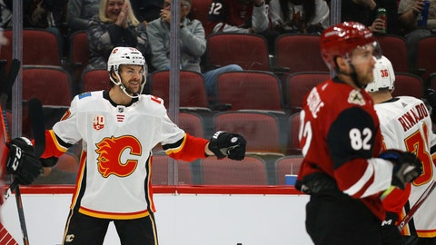 Scandella traded to Montreal
