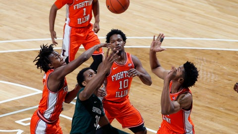 <p>               Illinois' Ayo Dosunmu, Michigan State's Marcus Bingham Jr. and Illinois' Andres Feliz (10) and Jermaine Hamlin, from left, vie for a rebound during the first half of an NCAA college basketball game Thursday, Jan. 2, 2020, in East Lansing, Mich. (AP Photo/Al Goldis)             </p>
