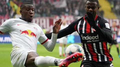 <p>               Frankfurt's Evan N'Dicka, right,  and Leipzig's Nordi Mukiele fight for the ball during a German Bundesliga soccer match between Eintracht Frankfurt and RB Leipzig in Frankfurt, Germany, Saturday, Jan.25, 2020. (Thomas Frey/dpa via AP)             </p>