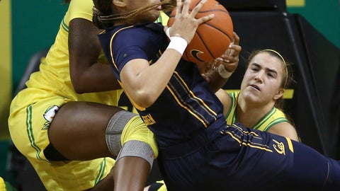 <p>               Oregon's Ruthy Hebard, left, and Sabrina Ionescu, right, force a turnover against California's Jazlen Green during the second quarter of an NCAA college basketball game Sunday Jan. 19, 2020 in Eugene, Ore. (Chris Pietsch/The Register-Guard via AP)             </p>
