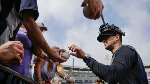 <p>               New York Yankees manager Aaron Boone signs autographs during a spring training baseball workout Thursday, Feb. 13, 2020, in Tampa, Fla. (AP Photo/Frank Franklin II)             </p>