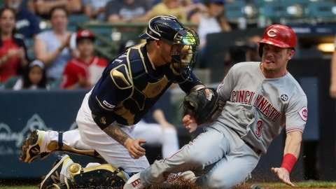 <p>               FILE - In this July 23, 2019, file photo, Milwaukee Brewers catcher Yasmani Grandal tags out Cincinnati Reds' Scooter Gennett at home during the first inning of a baseball game in Milwaukee. Grandal is among several free agents who signed with the Chicago White Sox. (AP Photo/Morry Gash, File)             </p>