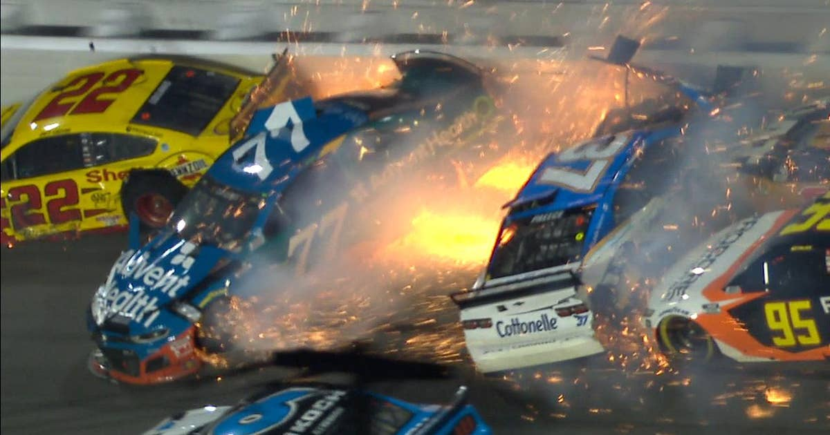 Second big wreck takes out Joey Logano, forces overtime at Daytona 500 (VIDEO)