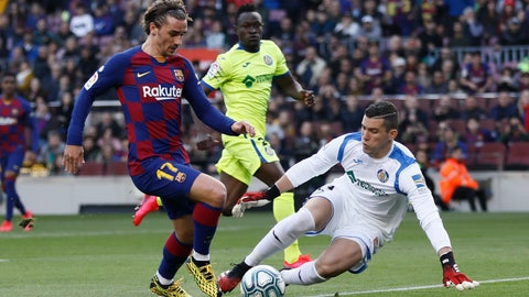 <p>               Barcelona's Antoine Griezmann, left, prepares to shoot past Getafe's goalkeeper David Soria to score his side's opening goal during a Spanish La Liga soccer match between Barcelona and Getafe at the Camp Nou stadium in Barcelona, Spain, Saturday Feb. 15, 2020. (AP Photo/G.Garin)             </p>