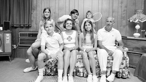 <p>               FILE - In this Feb. 13, 1972, file photo, members of the Evert family are shown in their home in Fort Lauderdale, Fla. Front row from left are John, 10, mother Colette, Jeanne, 14, and father James. Back from left are  Chris, Drew, 18 and Clare, 4. Jeanne Evert Dubin, a former world-ranked professional tennis player and a younger sister of 18-time Grand Slam champion Chris Evert, has died. Evert Dubin died Thursday, Feb. 20, 2020, after a 2 1/2-year struggle with ovarian cancer. She was 62. (AP Photo/File)             </p>