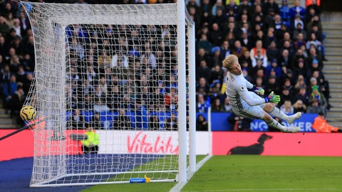 <p>               Leicester's goalkeeper Kasper Schmeichel failing to stop the goal scored by Chelsea's Antonio Rudiger during the English Premier League soccer match between Leicester City and Chelsea at the King Power Stadium, in Leicester, England, Saturday, Feb. 1, 2020. (AP Photo/Leila Coker)             </p>