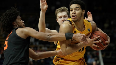<p>               California's Matt Bradley, right, keeps the ball from Oregon State's Ethan Thompson (5) in the second half of an NCAA college basketball game Saturday, Feb. 1, 2020, in Berkeley, Calif. (AP Photo/Ben Margot)             </p>