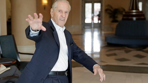 <p>               Fred Wilpon, principal owner of the New York Mets, waves as he heads to a meeting during MLB baseball owners meetings, Wednesday, Feb. 5, 2020, in Orlando, Fla. (AP Photo/John Raoux)             </p>