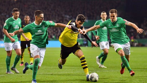 <p>               Dortmund's Giovanni Reyna, middle, moves the ball against Werder's Marco Friedl, left, and Niklas Moisander, right, during a soccer game, Tuesday, Feb. 4, 2020 in Bremen, Germany. (David Hecker/dpa via AP)             </p>