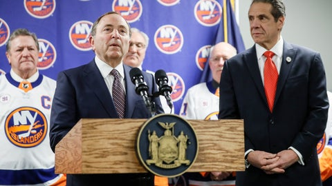 <p>               NHL commissioner Gary Bettman, left, speaks alongside New York Governor Andrew Cuomo, right, during a news conference before an NHL hockey game between the Boston Bruins and New York Islanders, Saturday, Feb. 29, 2020, in Uniondale, NY. (AP Photo/John Minchillo)             </p>