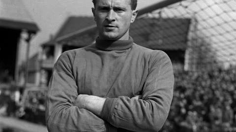 """<p>               FILE - This Sept. 5, 1957 file photo shows Manchester United and Ireland goalkeeper Harry Gregg. Harry Gregg, the former Manchester United goalkeeper who was described as a """"hero of Munich"""" for rescuing two teammates as well as a baby and her pregnant mother from the burning fuselage in the 1958 air disaster that killed 23 people, has died. He was 87. Gregg died peacefully in a hospital, surrounded by family, The Harry Gregg Foundation announced Monday Feb. 17, 2020. (PA via AP, File)             </p>"""