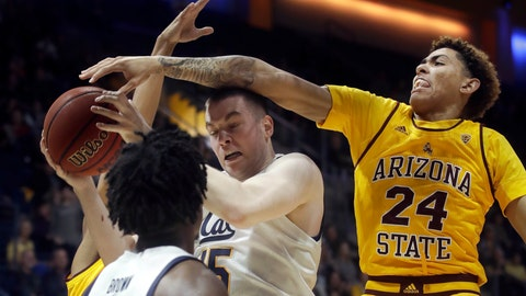 <p>               California forward Grant Anticevich, center, is defended by Arizona State forward Jalen Graham (24) during the first half of an NCAA college basketball game in Berkeley, Calif., Sunday, Feb. 16, 2020. (AP Photo/Jeff Chiu)             </p>