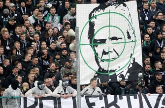 Gladbach supporters praised for condemning hate
