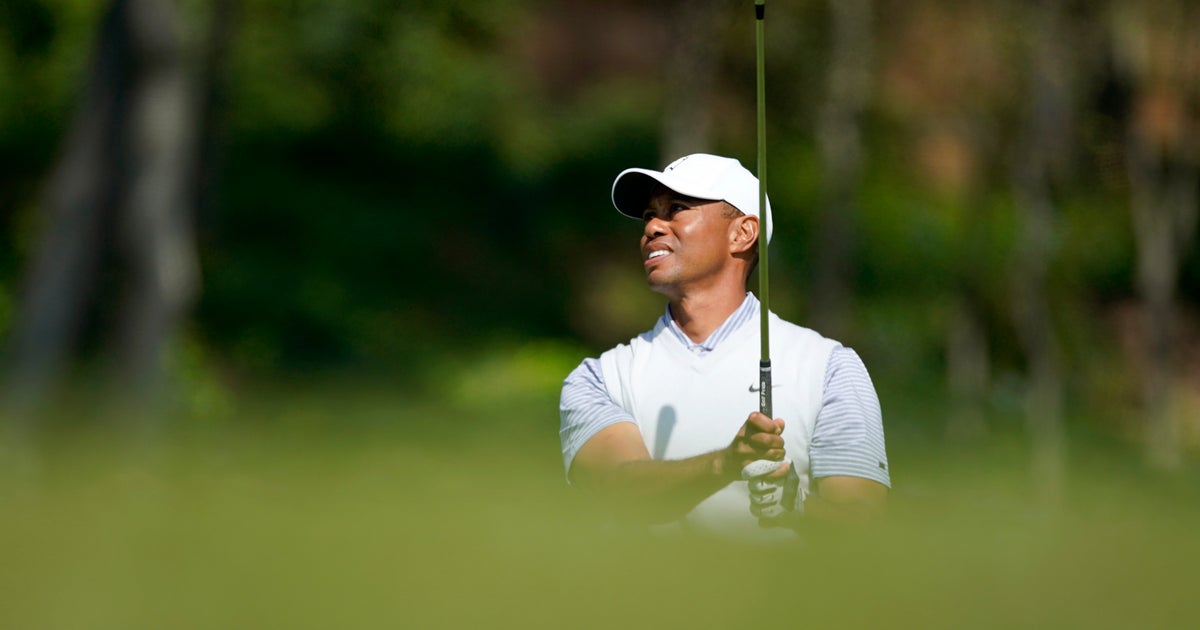 Kuchar leads by 2 at Riviera as Woods falls 9 shots behind