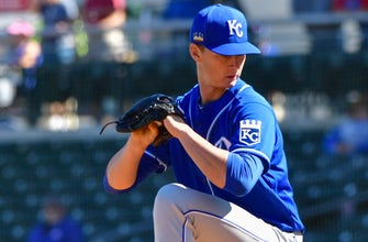 Top prospects Singer and Witt, Jr. make Royals' 60-man roster