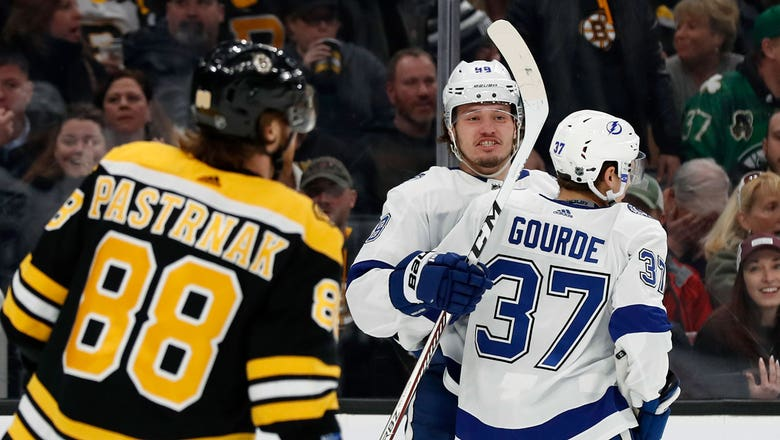 Lightning make statement with 5-3 win over first-place Bruins