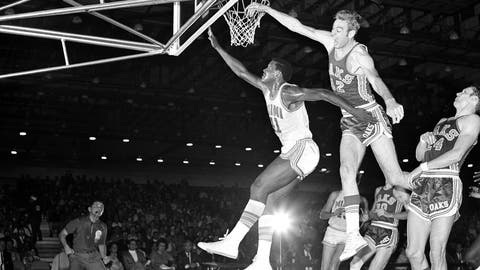 <p>               FILE - In this Nov. 28, 1968, file photo, Miami Floridians' Les Hunter (41) is fouled by Oakland Oaks' Jim Eakins (42) while scoring a basket during an ABA basketball game in Miami. Hunter, a star on Loyola Chicago's barrier-breaking 1963 NCAA championship team, died Friday, March 27, 2020, the school said. He was 77 and had been battling cancer. (AP Photo/Toby Massey, File)             </p>