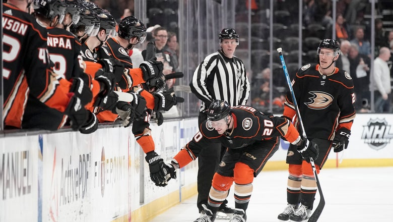Ducks' Deslauriers gets natural hat trick in win over Ottawa