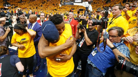 <p>               FILE - In this April 27, 2018, file photo, Utah Jazz guard Donovan Mitchell, center, hugs his father as he walks off the court following Game 6 of an NBA basketball first-round playoff series in Salt Lake City. Mitchell Sr., who works for the New York Mets, has tested negative for the coronavirus. Mitchell Sr. is the Mets' director of player relations and community outreach. The younger Mitchell confirmed Thursday, March 12, 2020, he tested positive for the virus after Jazz teammate Rudy Gobert became the first NBA player to test positive, with Gobert's result prompting the league to suspend the season. (AP Photo/Rick Bowmer, File)             </p>