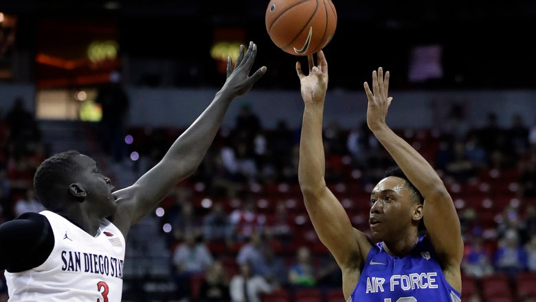 No. 5 San Diego State shakes off Air Force scare, 73-60