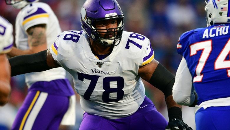 Vikings re-sign guard Dakota Dozier