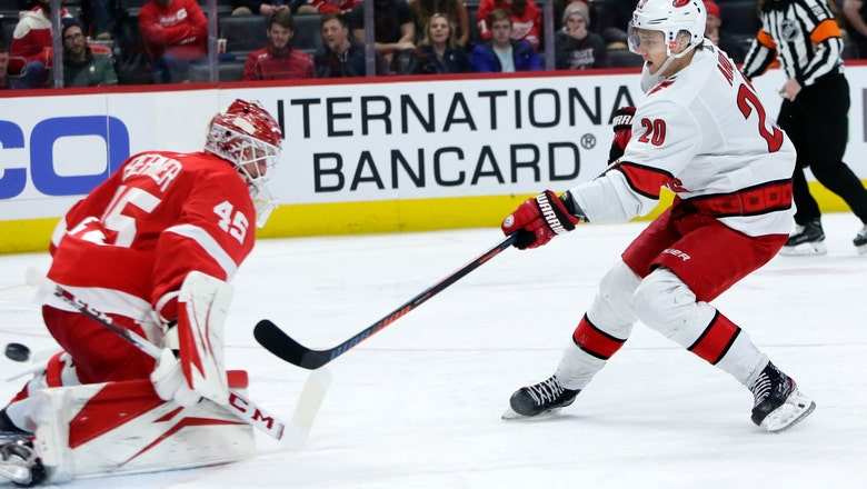 Hurricanes score 3 in 3rd period, beat Red Wings 5-2
