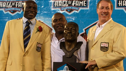 <p>               FILE - In this Aug. 8, 2009, file photo, from left Bruce Smith, Thurman Thomas, and Jim Kelly pose during Pro Football Hall of Fame induction ceremonies at the Pro Football Hall of Fame in Canton, Ohio. Jim Kelly and Bruce Smith formed the core of the Buffalo teams that made —- and lost — four consecutive Super Bowl appearances in the early 1990s. Kelly, who holds most every Bills passing record, was selected 14th in 1983. Smith, who holds the NFL record for most sacks, went No. 1 two years later.  (AP Photo/Tony Dejak, File)             </p>