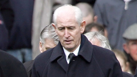 """<p>               FILE - In this file photo dated Saturday March 11 2006, Former Chelsea player Peter Bonetti, while carrying a wreath and pay their respects to former Chelsea player Peter Osgood before an English Premier League soccer match at the Stamford Bridge Stadium, London.  Bonetti, the former Chelsea and England goalkeeper nicknamed """"The Cat"""" for his outstanding reflexes and agility, has died, aged 78, according to an announcement Sunday April 12, 2020. (AP Photo/Tom Hevezi, FILE)             </p>"""