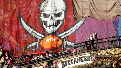Tampa Bay Buccaneers' first pick to be a defensive player: +155
