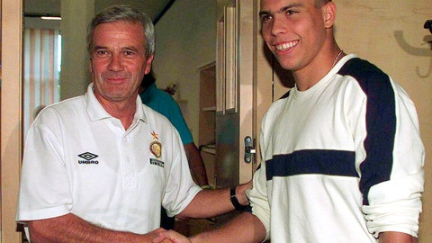 <p>               FILE - In this July 26, 1997 file photo, Brazilian soccer star Ronaldo, right, is welcomed by Inter Milan coach Luigi Simoni, at the Pinetina sporting center, in Appiano Gentile, near Como, northern Italy. Former Inter Milan coach Simoni died on Friday, May 22, 2020 at the age of 81. (AP Photo/Luca Bruno, file)             </p>