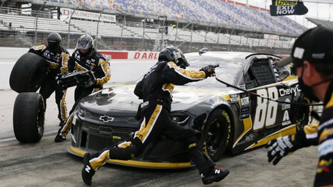 <p>               Alex Bowman (88) makes a pit stop during the NASCAR Cup Series auto race Sunday, May 17, 2020, in Darlington, S.C. (AP Photo/Brynn Anderson)             </p>
